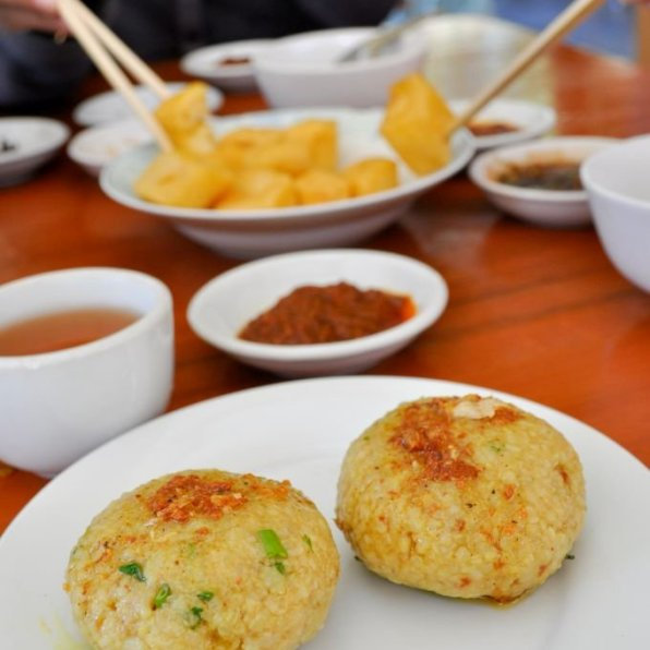Myanmar-Shan Rice Salad Balls(Htamin-Chin) and Fried-Tofus