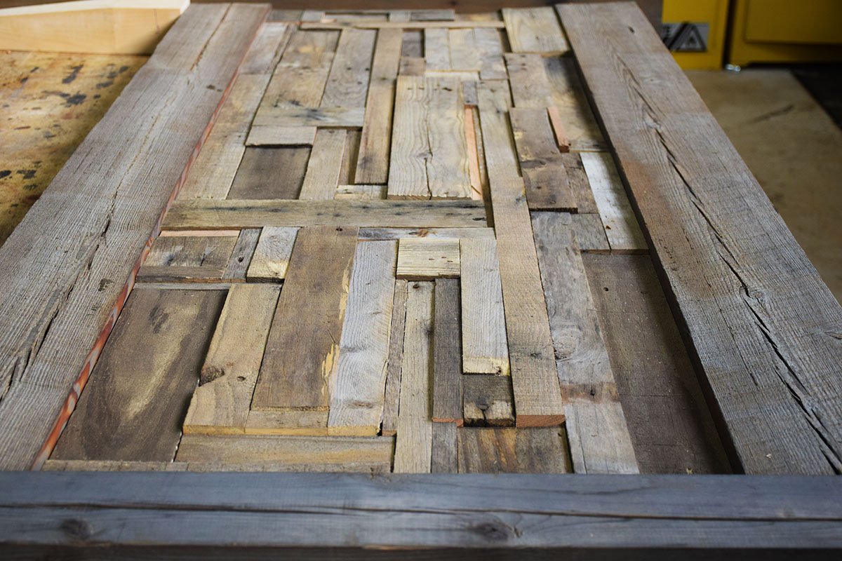 Rustic Headboard From Salvaged Pallet Wood