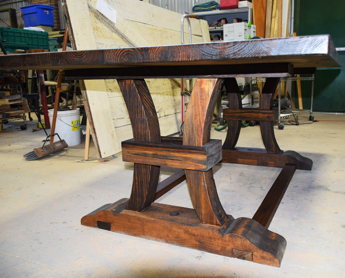 The table top is now sitting on the rugged base!
