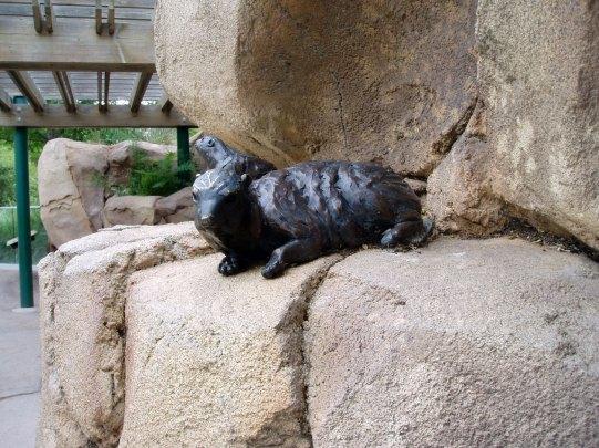 sculpture-animal-rock2