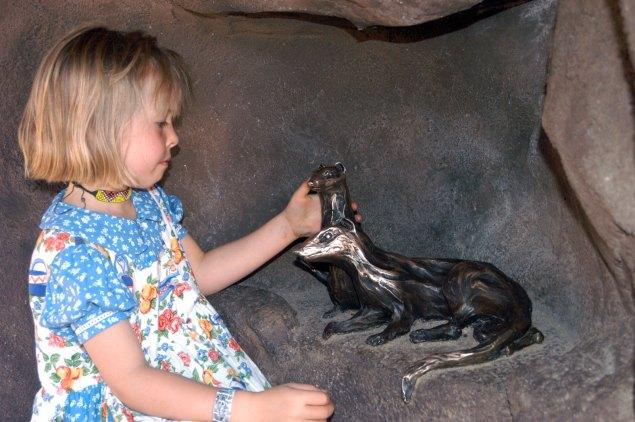 sculpture-girl-meerkats