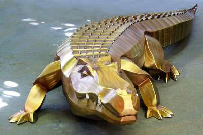 sculpture-monumental-crocodile