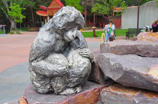 sculpture-tactile-monkeys-park