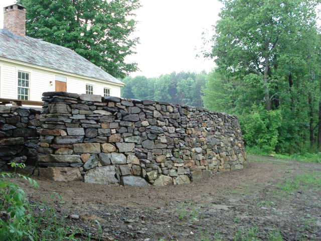 Fieldstone retaining wall