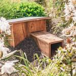 Egelnestkast, gemaakt uit lariks. Deze nestkast is op maat gemaakt voor de egel.