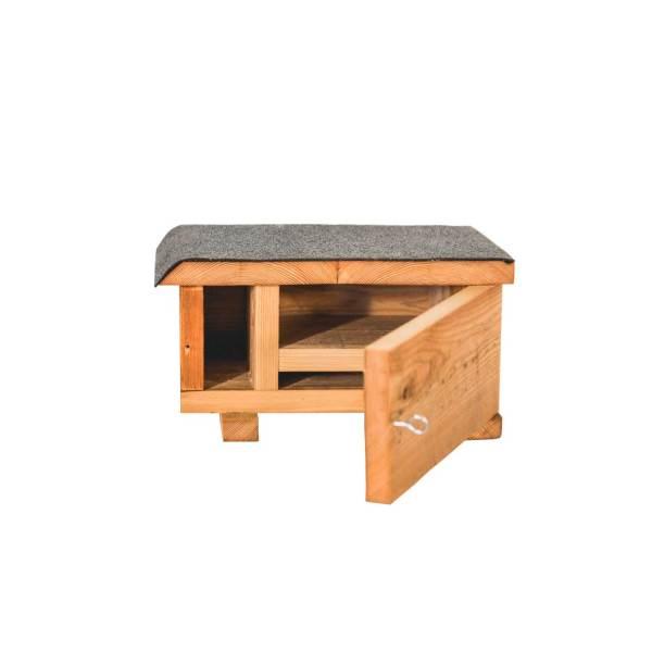 Bunzingnestkast, gemaakt uit lariks. Deze nestkast is op maat gemaakt voor de bunzing.