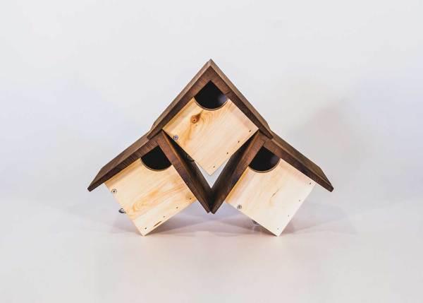 Winterkoningnestkast of roodborstnestkast, gemaakt uit lariks. Deze nestkast is op maat gemaakt voor de winterkoning en roodborst.