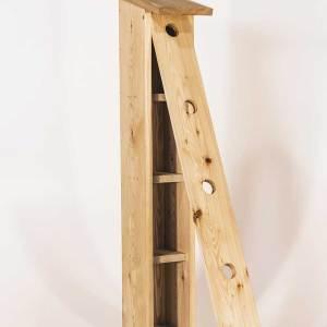 Huimussenhotel, gemaakt uit lariks. Deze nestkast is op maat gemaakt voor huismussen.