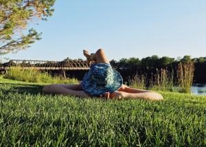 ¡Viaja despacio! disfruta del lugar donde estés, camina para regarcar cuerpo y mente, écha una siesta o disfruta del paisaje. Al moverte despacio estarás mejorando el impacto medioambiental