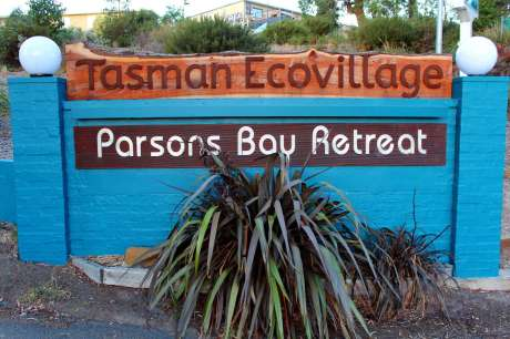 tasman-ecovillage-entrance-neil-robertson-3860