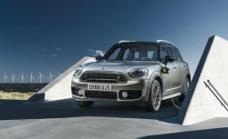 MINI introduces plug-in hybird for 2017