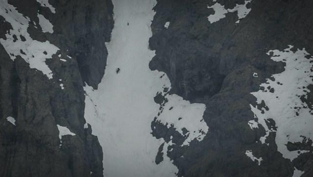 Rafael Pease bajando tras el paso de una gran neblina