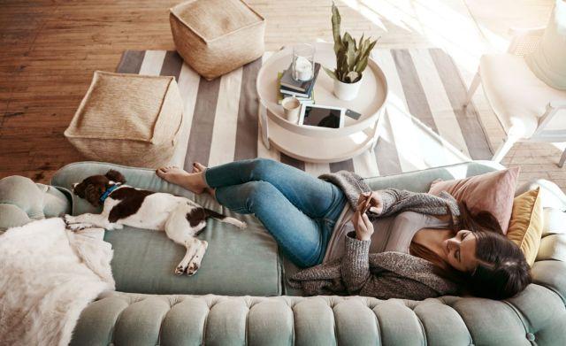 Μένουμε σπίτι: Κάντε αυτά τα 7 πράγματα και νιώστε καλύτερα