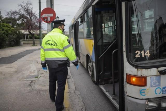 Έλεγχοι αστυνομίας σε λεωφορείο λόγω COVID-19
