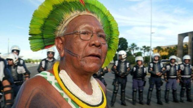 COVID-19: Νεκρός ο εμβληματικός ηγέτης των λαών του Αμαζονίου