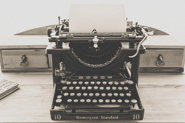 J'espère que votre machine est plus moderne pour écrire votre roman