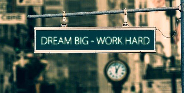 Rester motivé est la clé du travail qui mène à la réussite