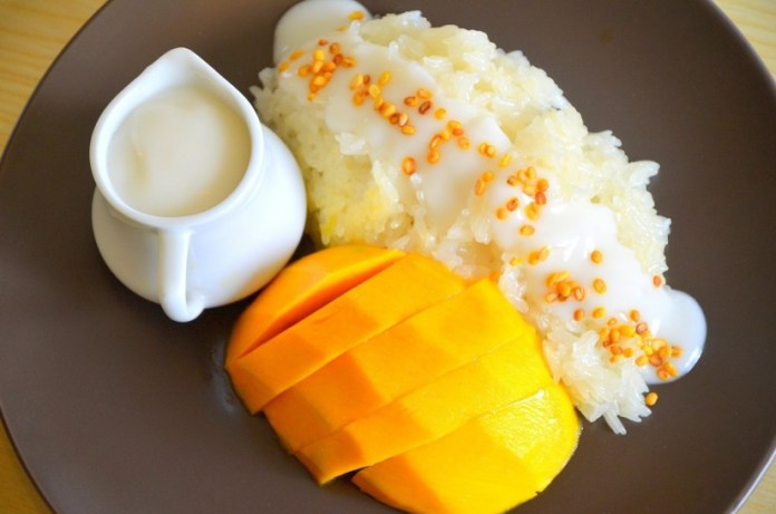 makanan yang wajib dicoba saat berlibur ke bangkok thailand - Kha Niew Ma Muang