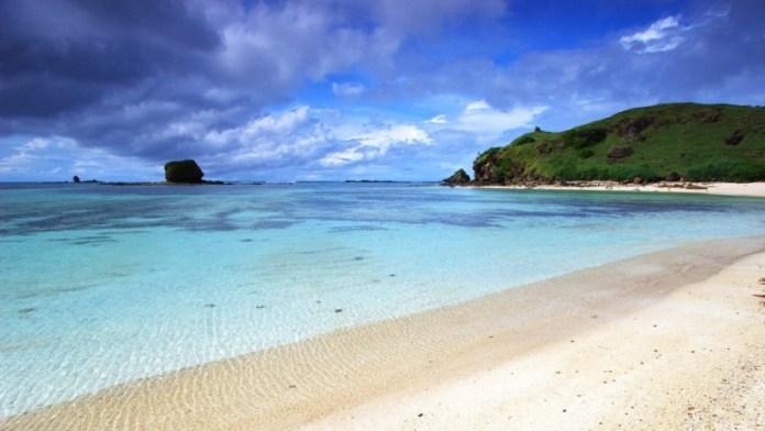 tempat wisata yang wajib dikunjungi saat berlibur ke lombok - pantai kuta lombok