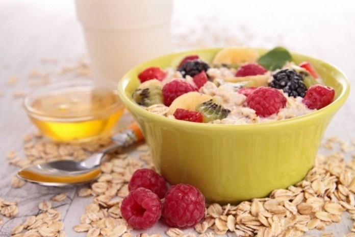 makanan yang mengenyangkan lebih lama untuk sahur saat puasa - oatmeal