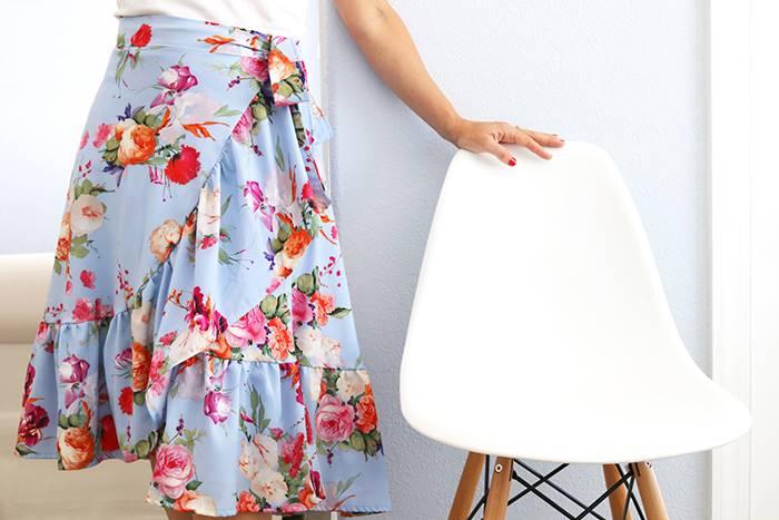 cara memakai ruffle wrap skirt