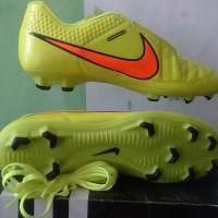 Sepatu Bola Nike Tiempo warna Hijau