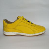 sepatu futsal kulit warna kuning