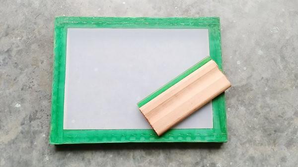 Screen Sablon salah satu alat sablon manual