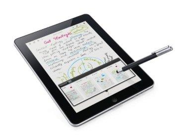 Lápiz para tablets Bamboo Stylus escribiendo sobre tablet para mostrar cómo funciona
