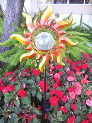 Shining Sun Solar Powered Color Changing Glass Crackle Stake Light