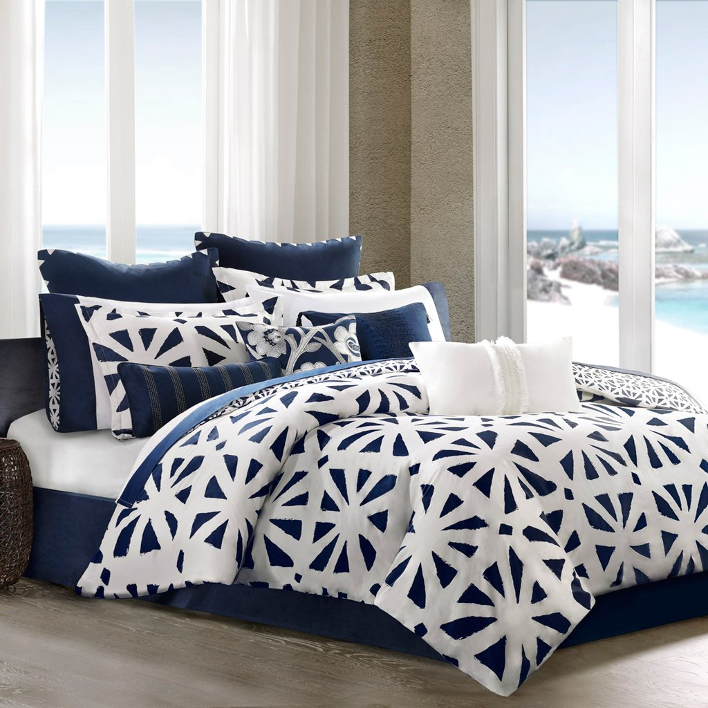 Blue and White Bedding     Bedding Decor Ideas Blue and White Bedding Sets