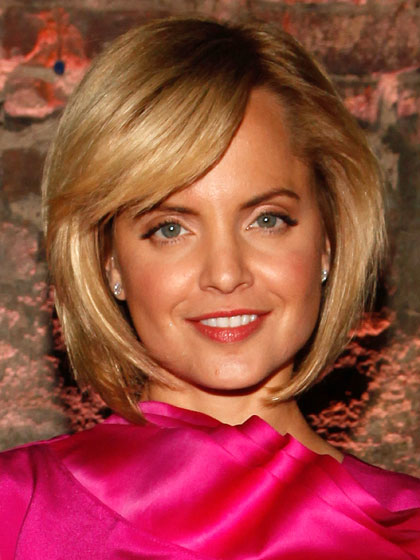 Mena Suvari bob hairstyle without hair dye PPD for those with scalp eczema but use layering
