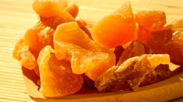 Имбирь засахаренный - полезно и вкусно.