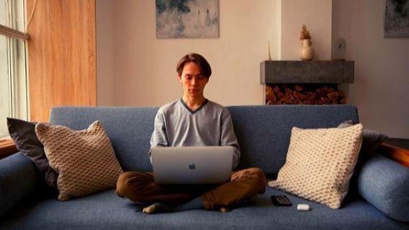 Вся жизнь на диване.