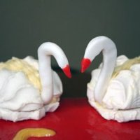 Лебеди из зефира для украшения торта (МК)