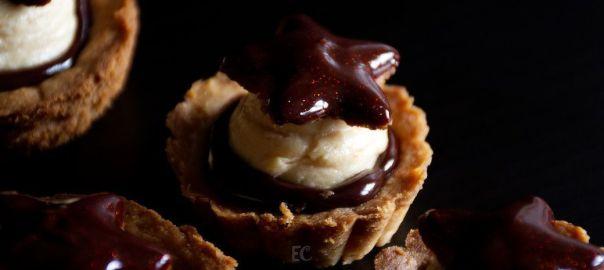 Tartaletas de crema de turrón y chocolate