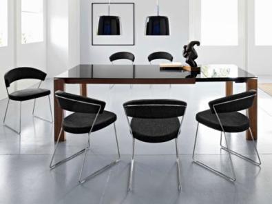 Calligarise töötool New York on minimalistliku joonega mugav tool, mis on loodud just kodust interjööri silmas pidades. Müüb Vepsäläinen