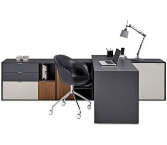 Kodukontoritesse, mis on põhitöökohaks, sobib minimalistliku lauaplaadi ja hulga sahtlite-kappidega kontorisüsteem Copenhagen, mida on võimalik hästi sulandada põhjamaise interjööriga kodusse. Tootja BoConcept.