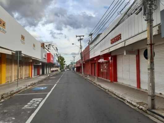 Comércio fechado no Centro de Teresina (Foto: Edcícero)