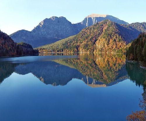Главная достопримечательность Абхазии озеро Рица