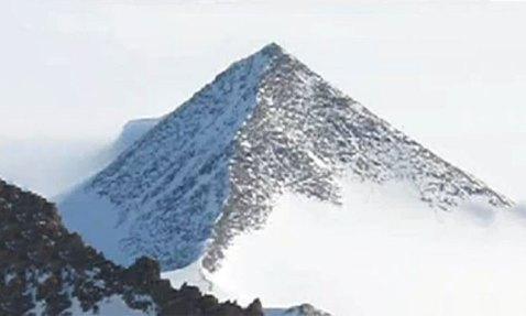 Les pyramides de Bosnie-->Les pyramides étaient des sources d'énergie utilisées par les anciens Pyram-antarctique3-688po