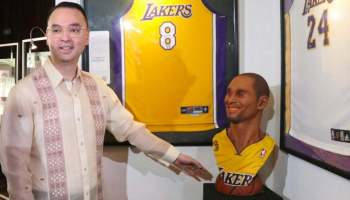 Alan Cayetano at his Kobe Bryant exhibit