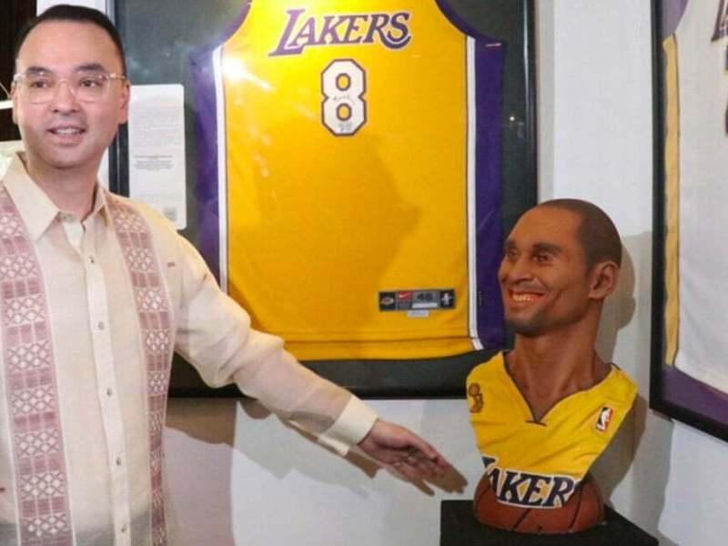 Alan Cayetano at his Kobe Bryant exhibit