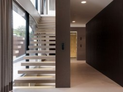 Einfamilienhäuser-Villa-Treppe-Onstage