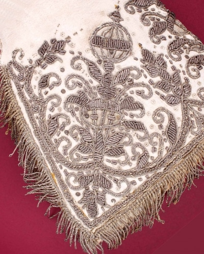 Elizabeth I coronation glove detail - scented Oxford gloves history