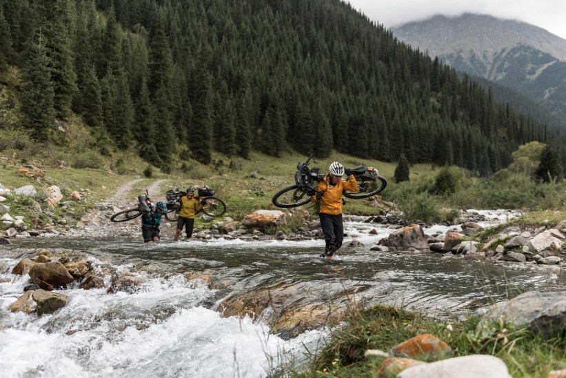 Tales from the Silk Road, Lee crossing river