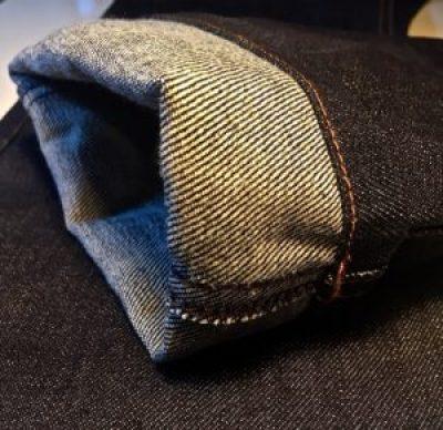 l'ourlet du jean ami coupe droite pour homme