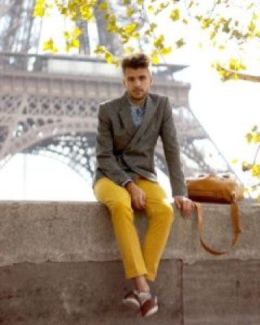 les couleurs à adopter pour l'été homme jaune cobalt