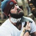Les gestes pour apprendre comment tailler sa barbe