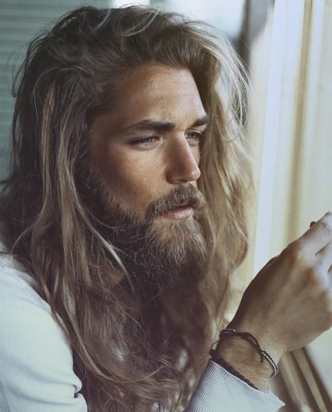 coupes de cheveux tendance pour homme cheveux long